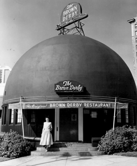 Brown_Derby_on_Wilshire_entrance_1956