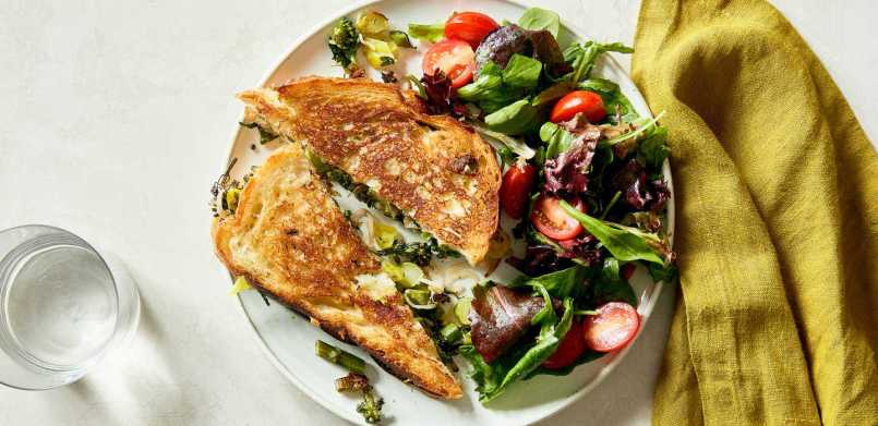 hero_htRTLKY6R9q74cA9Xq5K_Broccolini_Grilled_Cheese_with_White_Cheddar_and_Pepperoncini___0007___HERO