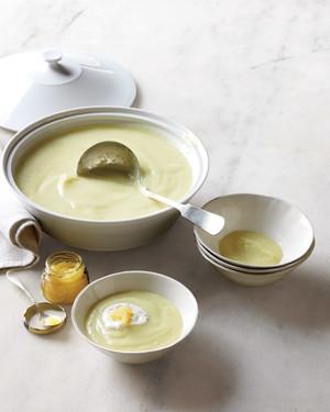 leek-parsnip-soup-md107770_vert